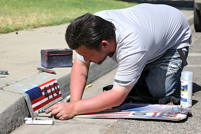 Turlock resident helps homeowners flash patriotism